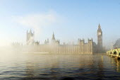 The Houses of Parliament and the river Thames shrouded in early morning mist - Stefano Cagnoni - 16-11-2010
