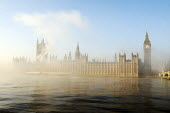 The Houses of Parliament and the river Thames shrouded in early morning mist - Stefano Cagnoni - 2010,2010s,Big Ben,cities,city,cityscape,cityscapes,CLIMATE,Clock Tower,cloud,CLOUDS,cloudy,conditions,government,House of Commons,House of Lords,Houses,Houses of Parliament,mist,misty,morning,obscure