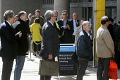 Shareholders queue to attend the 2011 Barclays Bank AGM. - Stefano Cagnoni - 27-04-2011