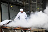 Chef working at a hotel in York cooking for guests on an outdoor barbecue - Stefano Cagnoni - 16-07-2012