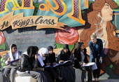 Students, mainly Muslim, taking a drawing class in Art near to the King's Cross development, supervised by their tutor (standing). - Stefano Cagnoni - 19-03-2012