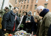 Spaniards shopping at a second-hand stall in a Sunday street market in central Madrid, Spain. - Stefano Cagnoni - 17-02-2013