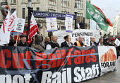 Bob Crow, Gen. Sec. of the RMT, Manuel Cortes, Gen. Sec. of the TSSA, & Mick Whelan, Gen. Sec. of ASLEF, join Action For Rail campaigners in leafletting commuters at Oxford Circus as part of their cam... - Stefano Cagnoni - 23-10-2013
