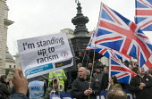Anti-racist demonstrators confront Union Jack and St George flag waving fascists at Piccadilly Circus, London. - Stefano Cagnoni - 21-03-2015