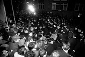 Police and demonstrators clash on the mass picket line outside the News International plant at Wapping - Stefano Cagnoni - 15-02-1986