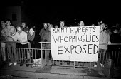 Print workers sacked by Rupert Murdoch join the mass picket line outside the News International plant at Wapping - Stefano Cagnoni - News International,1980s,1986,activist,activists,against,banner,banners,CAMPAIGN,campaigner,campaigners,CAMPAIGNING,CAMPAIGNS,de recognition,DEMONSTRATING,demonstration,DEMONSTRATIONS,derecognition,di
