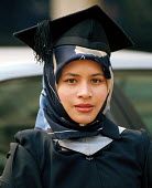 Muslim graduate from City University on the day she received her degree - Stefano Cagnoni - 19-05-1999