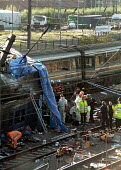 Workers from the emergency rescue services preparing to remove more bodies from the wrecked carriage at the site of the Paddington rail crash. The accident resulted in the death of dozens of commuters... - Stefano Cagnoni - 06-10-1999
