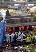 The emergency rescue service team at the site of the Paddington rail crash remove a body from one of the wrecked carriages. The accident resulted in the death of dozens of commuters and injury to many... - Stefano Cagnoni - 06-10-1999