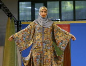 An Iranian model displays traditional islamic dress during a fashion show in Tehran, Iran. - Siavash Habibollahi - 18-07-2008