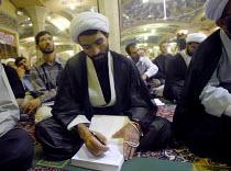 An Iranian clergyman makes notes at the Faizieh school in Qom city, Iran. - Siavash Habibollahi - 31-05-2007