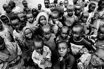 Congolese children in a refugee Camp, Kibuye. Rwanda, 2003 - Steven Langdon - 03-08-2003