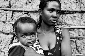 Mother with her child, refugees from Burundi, at a refugee camp in Butare, Rwanda, 2003 - Steven Langdon - 03-08-2003