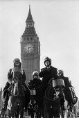 Mounted police outside parliament London - Stefano Cagnoni - 04-12-1994