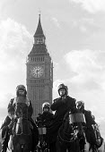 mounted police outside parliament Londondate unknown - Stefano Cagnoni - 04-12-1994