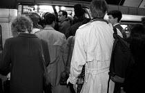Crowded London underground tube train - Janina Struk - 12-11-1997