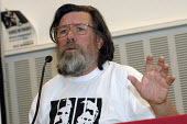 Actor and author Ricky Tomlinson speaking about the Shrewsbury Pickets Campaign at a fringe meeting at CWU annual conference in Liverpool. - Janina Struk - 2000s,2008,activist,ACTIVISTS,at,author,AUTHORS,CAMPAIGN,campaigner,campaigners,CAMPAIGNING,CAMPAIGNS,conference,conferences,CWU,DISPUTE,DISPUTES,meeting,MEETINGS,member,member members,members,men man