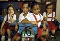 School children in a classroom at the Juan Antonio de Mella Primary School, in Havana. - Janina Struk - 20-12-1997