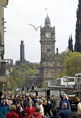 Tourists, shoppers and buses crowd into Princess Street, Edinburgh, the capital of Scotland - John Sturrock - 28-04-2005