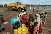 UNHCR aid workers assist Ethiopian IDPs displaced by drought living in poor conditions collect water in Hartesheik IDP camp in eastern Ethiopia. Many of the IDPs had returned home but others fearful o... - Boris Heger - 06-09-2005