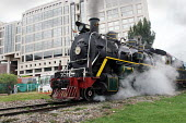 A former engineer with Colombian railways bought the remaining steam trains when the company closed down. A passionate enthusiast for steam he has gathered a team of engineers to renovate the trains,... - Boris Heger - 01-09-2004
