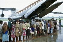 Traditional herbs on sale in market, Kisumu. Kenya. 2000 - Howard Davies - 03-05-2000