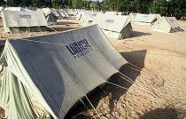 UNHCR emergency tents for Tsunami survivors, Navaladi beach, Batticaloa, Sri Lanka 2005 - Howard Davies - 05-03-2005