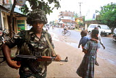 A Government soldier patrols in Batticaloa following the Tsunami disaster. The relief effort in the east of Sri Lanka is complicated by the long standiing conflict in the region between Tamil Tigers -... - Howard Davies - 05-03-2005