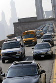 Commuters in their cars and school bus in rush hour traffic jam on the Brooklyn Bridge, New York, USA 2006 - Howard Davies - 21-05-2006