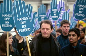 British actor Kevin Whately at a protest against the detention and treatment of asylum seekers, London, UK 2001 - Howard Davies - 01-08-2002