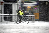 Cyclist on snow covered roads, cycling to work, Brighton UK 2009 - Howard Davies - 02-02-2009