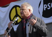 CND activist Bruce Kent speaking, Yes We Can protest representing a coalition of campaigning groups, central London, UK 2009 - Howard Davies - 2000s,2009,activist,ACTIVISTS,adult,adults,against,anti war,Antiwar,CAMPAIGN,Campaign for Nuclear Disarmament,campaigner,campaigners,campaigning,CAMPAIGNS,CND,CND Symbol,coalition,DEMONSTRATING,demons