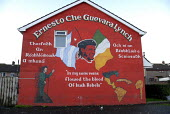 The revolutionary Che Guevara in a Republican mural in the Peoples Gallery by the Bogside Artists, Derry. - Howard Davies - 20-11-2009