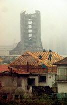 War damaged buildings and post-war reconstruction. Sarajevo, Bosnia 1996 - Howard Davies - 01-08-1996