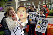 Protesters from Hands off Iraqi Oil with a cartoon of the Shell Chief Executive Jeroen van der Veer, demonstrate against oil privatisation of Iraqi oil, outside the Shell AGM London, UK 2007 - Howard Davies - 15-05-2007