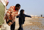 An Oromo family visit the seaside in Brighton having come to the UK as refugees from Ethiopia under the UK Government Gateway Protection Programme. The family had been identified by UNHCR as vulnerabl... - Howard Davies - 05-05-2007