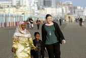 An Oromo family visit the seaside in Brighton with their support worker from Migrant Helpline having come to the UK as refugees from Ethiopia under the UK Government Gateway Protection Programme. The... - Howard Davies - 2000s,2007,aid agency,assistance,BAME,BAMEs,Black,BME,BME black,bmes,camp,camps,child,CHILDHOOD,children,COAST,coastal,coasts,Diaspora,displaced,diversity,education,employee,employees,Employment,Ethio