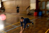 An Oromo refugee, who came to the UK as a refugee from Ethiopia under the Gateway Protection Programme, plays volleyball at his secondary school in Brighton, UK 2007 - Howard Davies - 23-03-2007