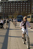 Swedish commuters using a bike lane in central Stockholm, Sweden 2006 - Howard Davies - 2000s,2006,adult,adults,bicycle,bicycles,BICYCLING,Bicyclist,Bicyclists,bike,bikes,cities,city,COMMUTE,commuter,commuters,COMMUTING,cycle,cycles,cycling,Cyclist,Cyclists,EBF Economy,eni environmental