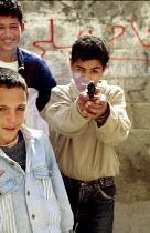 Palestinian refugee children in a camp during the Intifada. Gaza. 1992 - Howard Davies - 01-07-1992