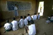 Children studying in school with no desks or chairs. Uganda. 1998 - Jim Holmes - 03-07-1998
