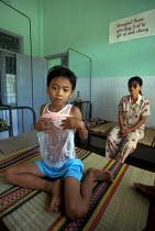 Vietnamese children in a hospital in Central Vietnam, rebuilt with UN funds. Vietnam 2001 - Jim Holmes - 03-07-2001