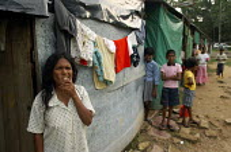 Tsunami IDP camp, Sri Lanka. - Tom Parker - 24-11-2005