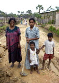 IDP tamil road builders, Sri Lanka. - Tom Parker - 22-12-2005