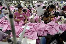 Garment workers, Sri Lanka. - Tom Parker - 15-09-2004