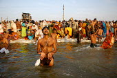 Pilgrims at the Kumbha Mela festival 2007, the largest gathering of people on the planet. 30 million Hindus and holy men known as Sadhus come to cleanse their sins in the Ganges River, Allahabad, Indi... - Tom Parker - &,2000s,2007,Allahabad,Asia,asian,asians,bathe,bathing,Belief,celebrate,celebrating,celebration,CELEBRATIONS,clean,cleanse,cleansing,conviction,event,faith,Festival,FESTIVALS,Ganges,Ganges.,gather,gat