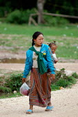 Hill Tribe mother and child, in Northern Laos. - Tom Parker - 04-04-2007
