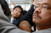 Commuters during the rush hour on Tokyo Metro. - Tom Parker - 04-04-2007