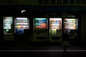 Rows of vending machines, Tokyo. - Tom Parker - 04-04-2007