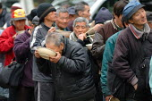 Homeless people queuing for food from a Christian charity in Ueno Park, Tokyo. - Tom Parker - 04-04-2007